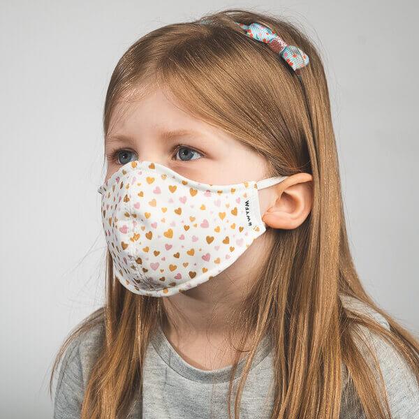 Kinder-Mundmaske MINIMON mit Herzen-Motiv Seitenansicht rechts
