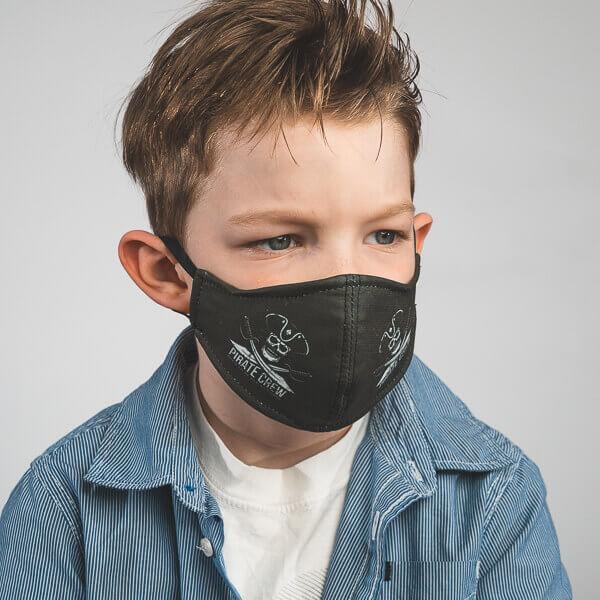 Kinder-Mundmaske RUDOR mit Piraten-Motiv Seitenansicht links
