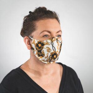 Mundmaske mit weiß gold schwarzes Barockmuster Seitenansicht links