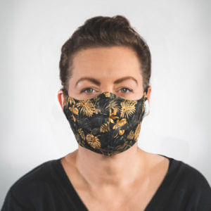 Mundmaske mit Schwarz Goldene Palmenblätter Monstera Vorderansicht