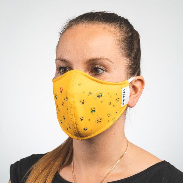 Mundmaske mit gelb mit Smileys Emojis Seitenansicht rechts