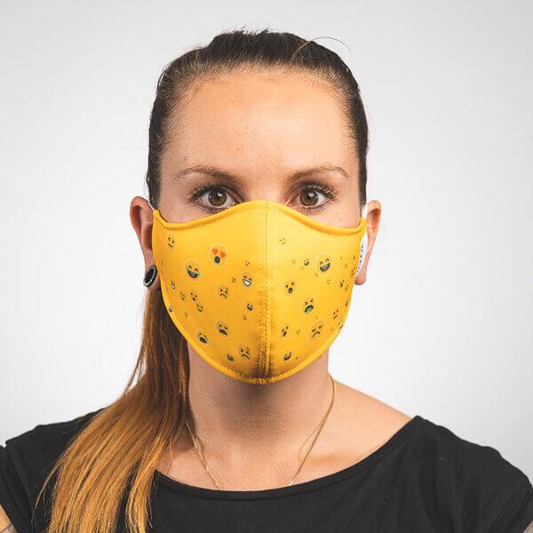 Mundmaske mit gelb mit Smileys Emojis Vorderansicht