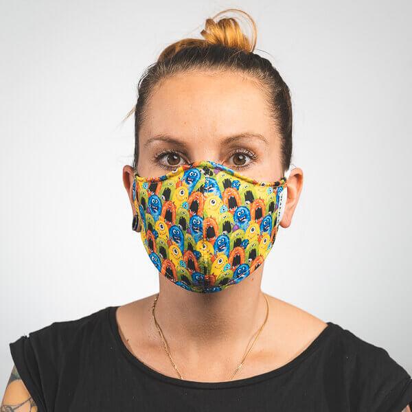 Mundmaske mit bunten Monstern Vorderansicht
