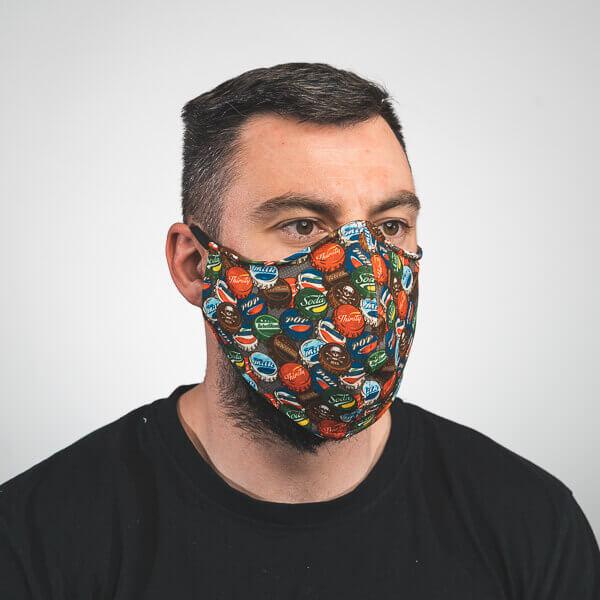 Mundmaske mit pop art kronkorken fake marken Seitenansicht links