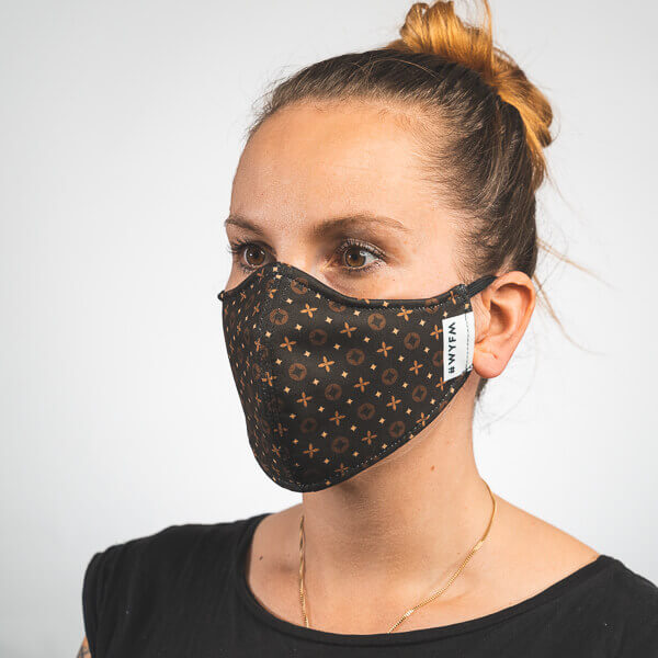 Mundmaske mit schwarz braunem Muster Luxus Seitenansicht rechts